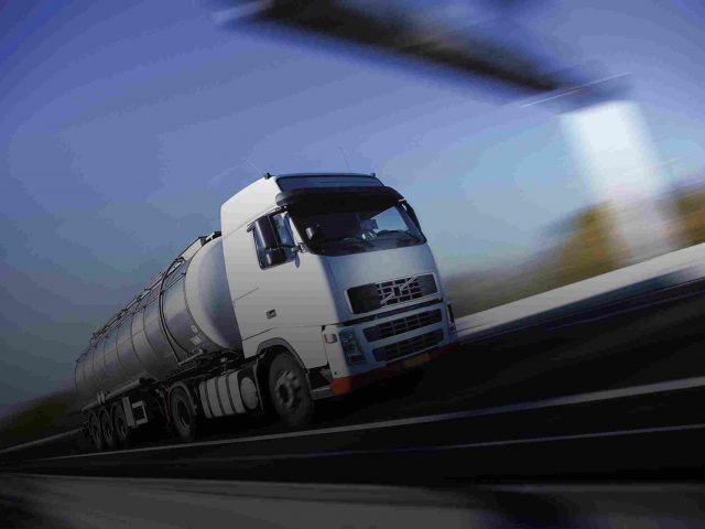 http://transborder-logistics.com/wp-content/uploads/2015/09/White-Truck-single-640x480.jpg